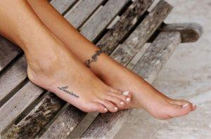 tatuagens-femininas-delicadas-no-pe-6